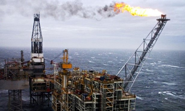 An-oil-rig-in-the-North-S-012